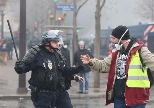 Fransa'daki gösterilerde 263 yaralı, 630 gözaltı