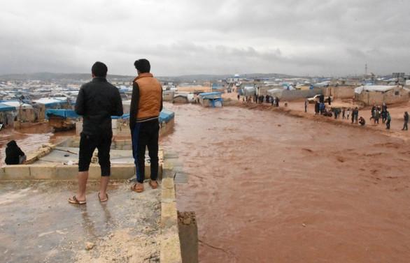 Suriye'de sığınmacı kampları sular altında kaldı