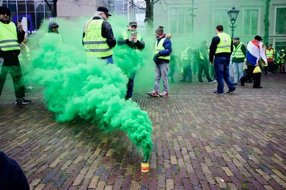 Hollanda'da sarı yeleklilerin gösterisinde gözaltı