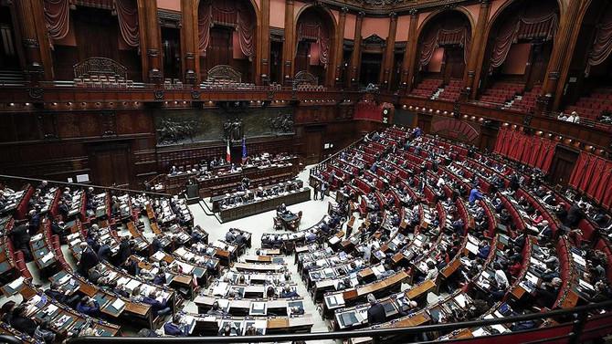 İtalya'nın tartışmalı bütçesi kabul edildi