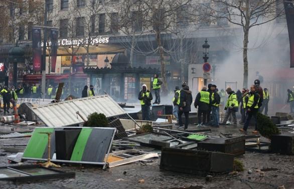 Paris'te gösteriler öncesi 32 gözaltı
