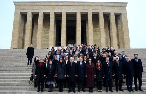 Kılıçdaroğlu, PM üyeleri ile Anıtkabir'i ziyaret etti