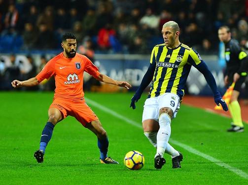 Fenerbahçe, lider Başakşehir'i devirdi