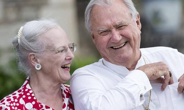 Danimarka Kraliçesi Margrethe'nin eşi Prens Henrik öldü