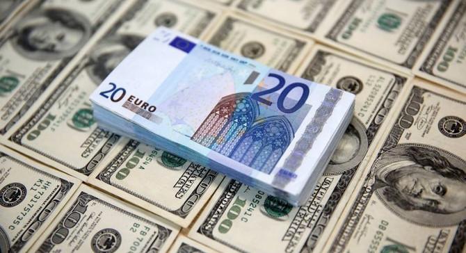 Euro rekor tazeledi, dolar yatay