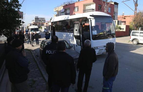 Adana'da öğrenci servisine silahlı saldırı
