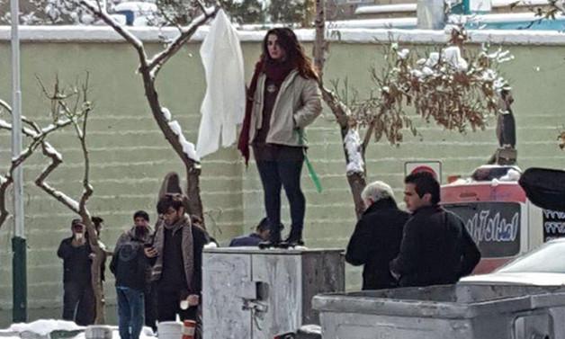 İran'da başörtüsünü protesto eden 29 kadın tutuklandı