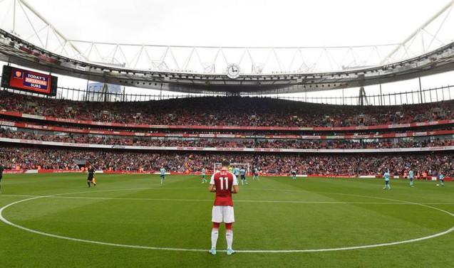 Mesut Özil imzayı attı, Arsenal tarihine geçti