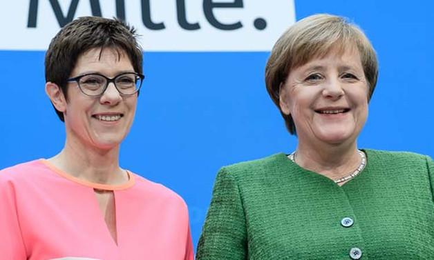 Merkel'in partisine taze kan