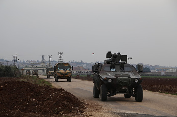 Sınıra çok sayıda askeri araç ve mühimmat sevk edildi
