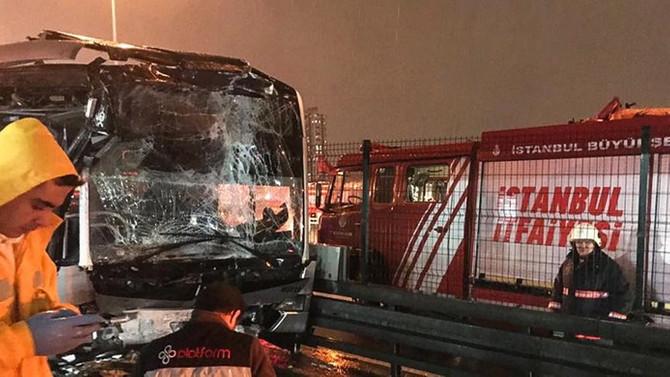 Haramidere'de metrobüs kazası: 22 yaralı