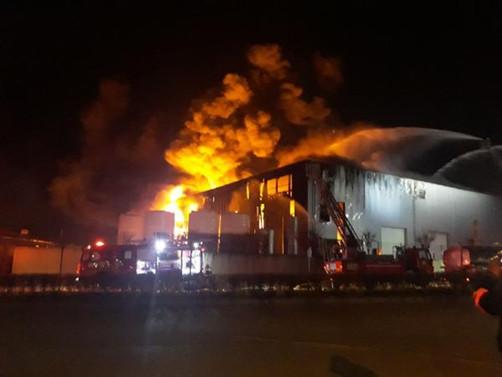 Kocaeli'de parfüm fabrikasında yangın