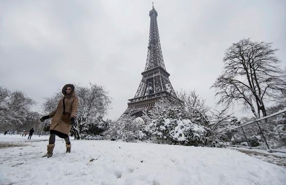 Eyfel Kulesi kar yağışı nedeniyle kapatıldı