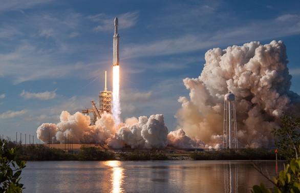 Musk, uzay yarışında meydan okuyor!