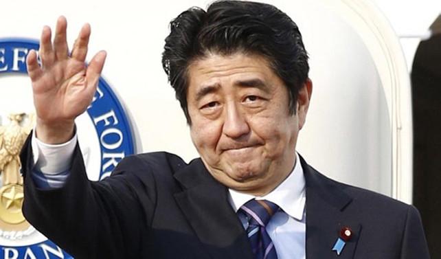 Yolsuzluk suçlamaları, Abe'nin koltuğunu sarsıyor