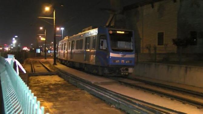 Topkapı'da tramvay raydan çıktı