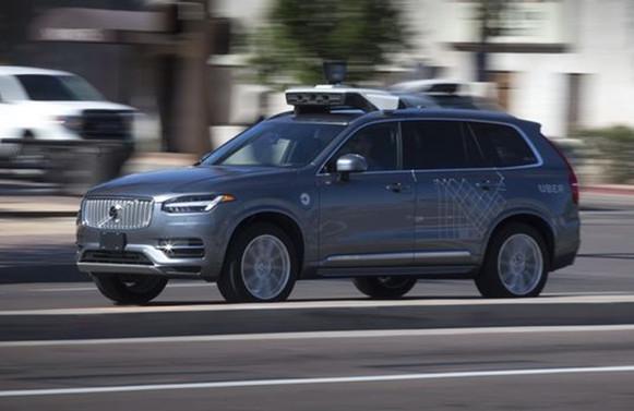 Uber'in sürücüsüz aracı kaza yaptı: 1 ölü