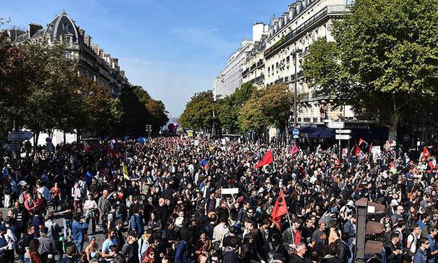 Fransa'da ilkbahar, grev ve gösterilerle başlıyor