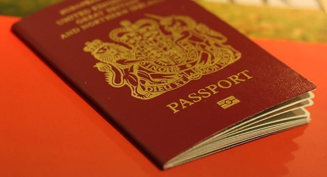 İngiltere'de Brexit sonrası pasaport tartışması