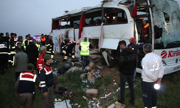 Otobüs şarampole devrildi: 4 ölü, 37 yaralı