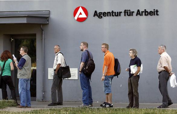 Almanya'da işsizlik, rekor seviyeye geriledi