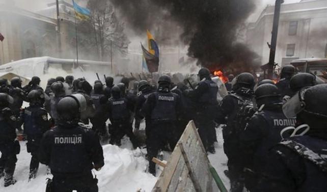 Ukrayna Parlementosu önünde Saakaşvili operasyonu