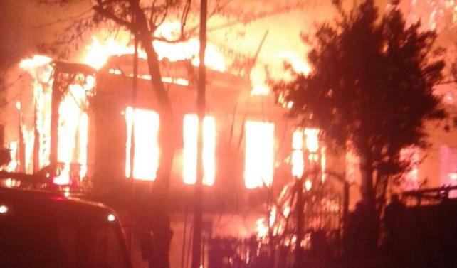 Heybeliada'da ahşap bir evde yangın çıktı