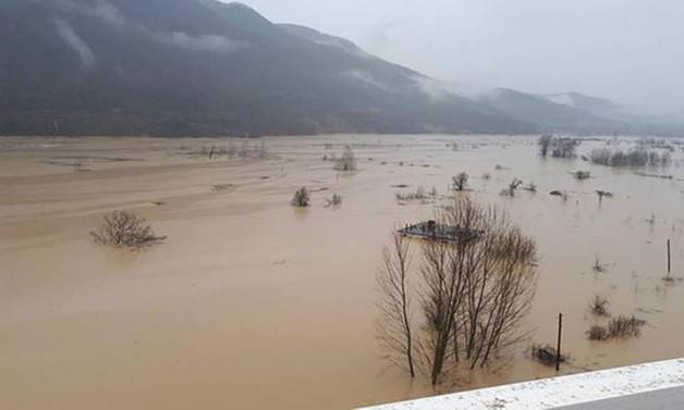 Baraj suyu yükseldi, 300 kişiye ulaşılamıyor