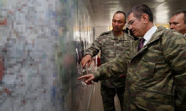 Milli Savunma Bakanı Canikli, sınır hattında