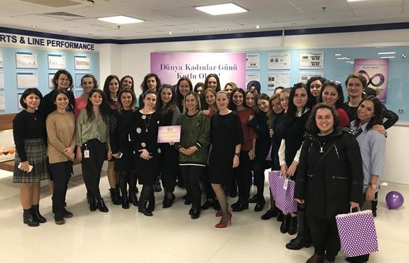 Assan Hanil'e Dünya Kadınlar Günü'nde anlamlı ödül