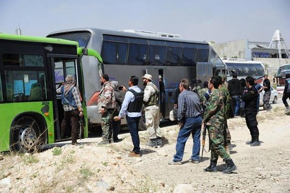 Binlerce muhalif, Doğu Guta'dan ayrıldı