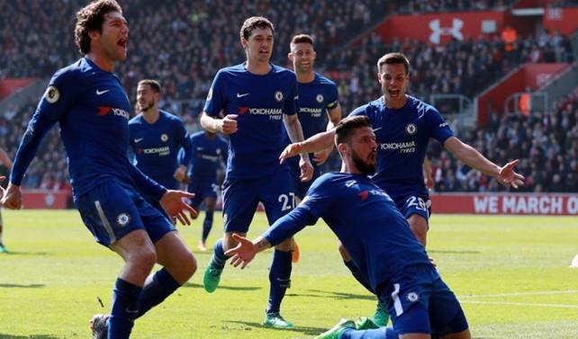 Chelsea, Giroud ile güldü