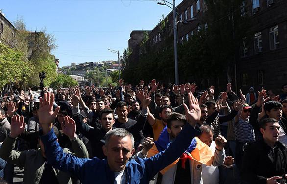 Ermenistan'da Sarkisyan'a karşı gösteriler yayılıyor