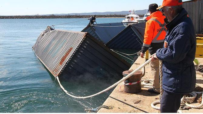 Denizdeki başıboş konteynerler incelenecek