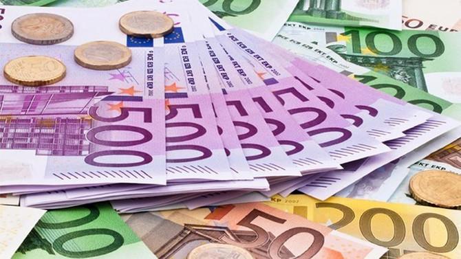 Yunanistan'da bütçe fazla verdi
