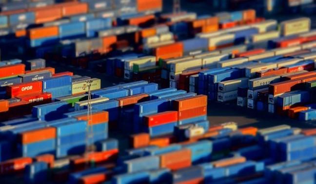 ABD'de mal ticareti açığı martta sert düştü