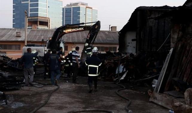 Kereste deposundaki yangın 3 saatte söndürülebildi
