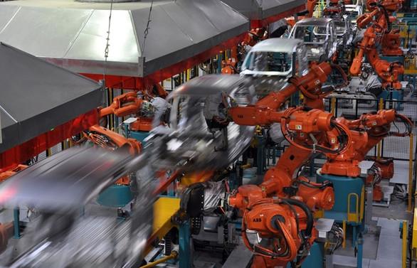 Bu fabrika robotunu bile kendi üretiyor