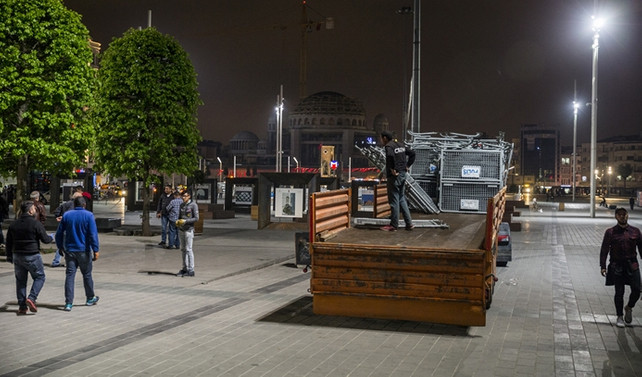 Taksim Meydanı'nda gece vakti önlem