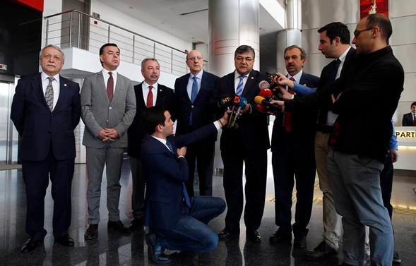 Kılıçdaroğlu, milletvekilleriyle görüşüyor