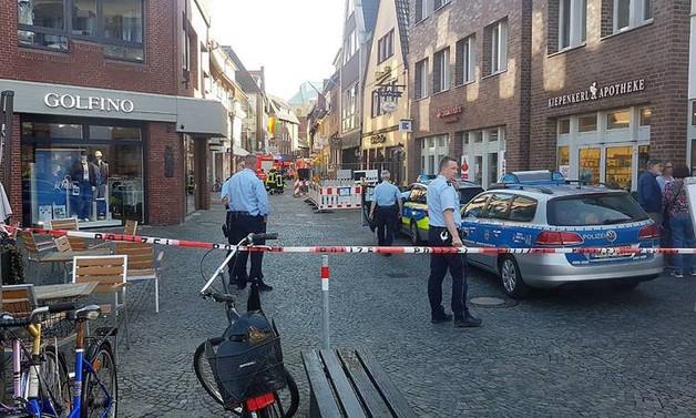 Almanya'da araç yayaların arasına daldı: 4 ölü