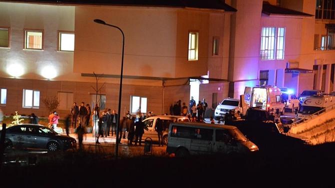 Jandarma özel harekat timini taşıyan araç devrildi: 9 yaralı