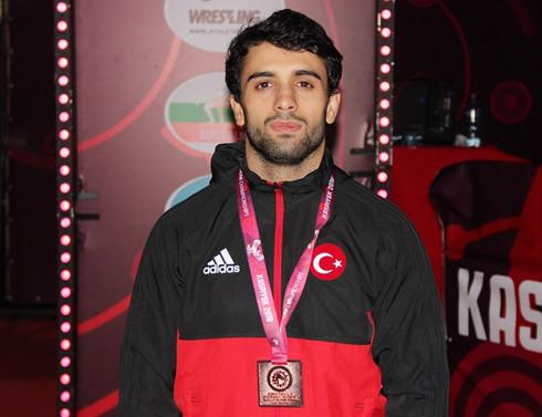 Öztürk'ten Avrupa Güreş Şampiyonası'nda bronz madalya