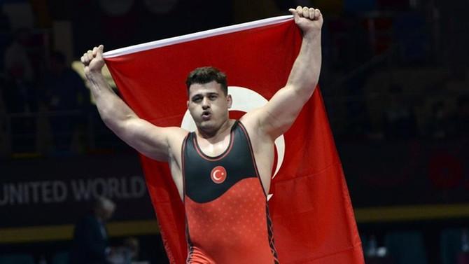 Milli güreşçi Rıza Kayaalp Avrupa şampiyonu oldu