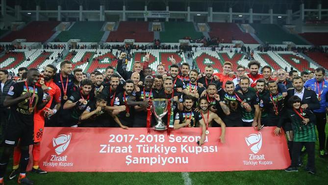 Akhisarspor'dan tarihi başarı