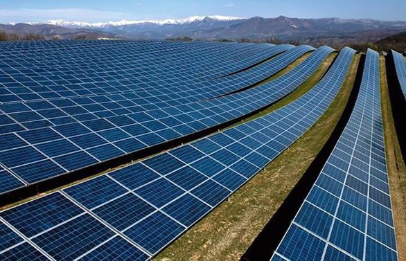 Yerli güneş paneli için komşudan fabrika taşıyor