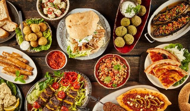 Her gününden farklı, özenle hazırlanmış iftar sofraları