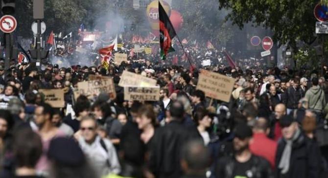 Fransa'da kamu çalışanları 3. kez greve gidiyor