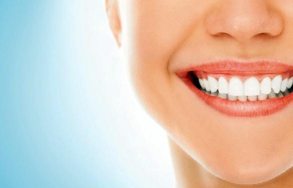 Diş ve dil temizliğiyle ağız kokusunu önleyin!
