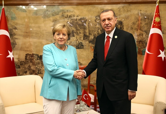 Merkel, Erdoğan'ı Almanya'ya davet etti